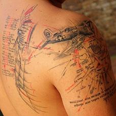 大臂复古战斗机纹身图案