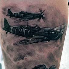 大腿两台战斗机纹身图案