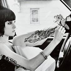 美女小腿章鱼纹身图片