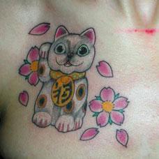 锁骨黑白招财猫纹身图案