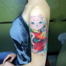 大臂性感招财猫纹身图案