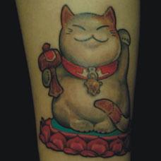 小腿经典招财猫纹身图案