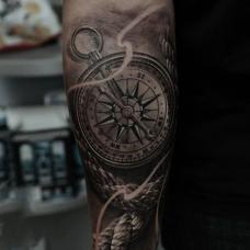 写实3D磁性指南针图案小臂纹身