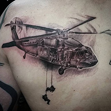 背部直升机空降兵纹身图案