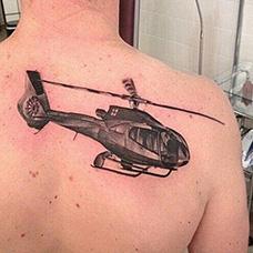 背部直升机纹身图案