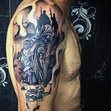 大臂帅气的直升机和士兵纹身图案