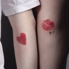 情侣手臂指纹唇印创意纹身