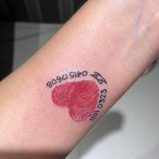 手腕夫妻指纹加日期创意纹身