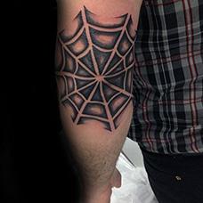 手臂黑色蜘蛛网纹身图案