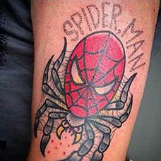 手臂蜘蛛侠头部创意纹身图片