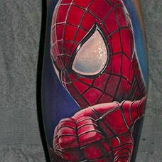 小腿精致的蜘蛛侠纹身图案