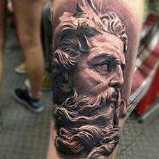 手臂宙斯纹身图片