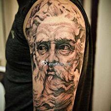 大臂个性的宙斯纹身图案