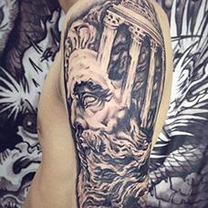 大臂战神宙斯纹身图片
