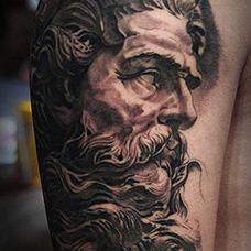 大臂精美的宙斯纹身图片