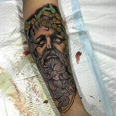 手臂宙斯纹身图案