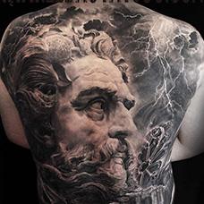 满背帅气的宙斯纹身图片