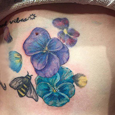 腹部性感的紫罗兰纹身图片