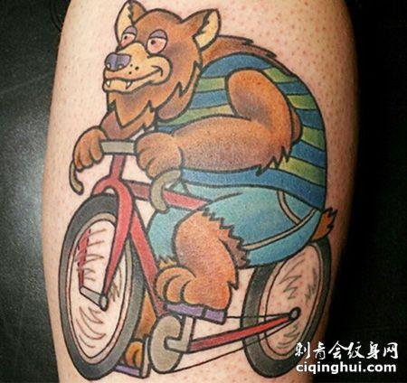 小腿骑着自行车的熊纹身图案