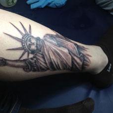 小腿自由女神纹身图案