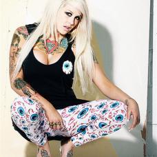 欧美女人胸前爱心钻石纹身图案
