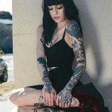 美女花臂老鹰纹身图片