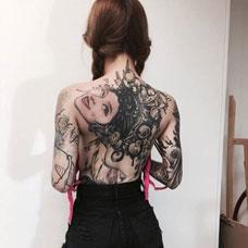 美女背部性感的花旦纹身图片