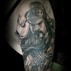 大臂黑白关公纹身图案