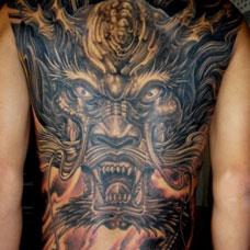 男性满背霸气的龙头纹身图案