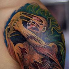 大臂个性的面具恶魔纹身图案
