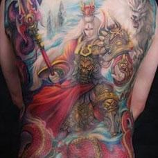 后背上浓色二郎神君纹身图案