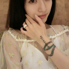 美女手腕唯美3D手链与藏文纹身图案