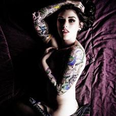 性感外国美女大尺度展示人体纹身彩绘
