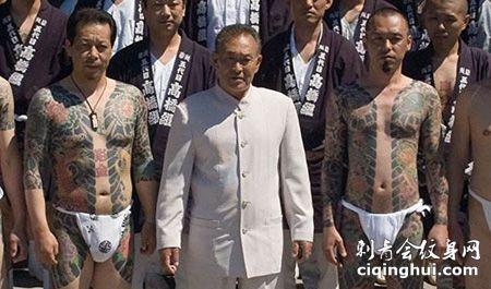 山口组成员街头纹身图片