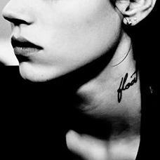 名模freja颈部纹身图片