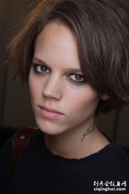 美女超模freja颈部时尚纹身图片