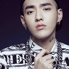 EXO成员吴亦凡颈部纹身图片