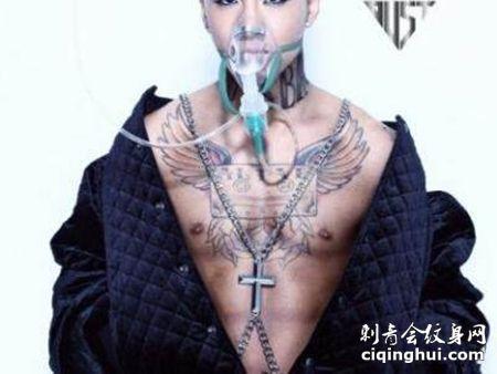 东永裴前胸纹身图案