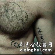 杰森斯坦森电影胸部及手臂纹身图案