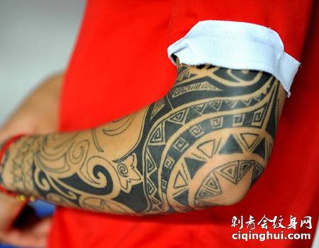 运动员张琳芃左臂纹身图案