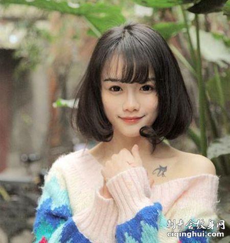 清纯女神南笙姑娘锁骨黑猫纹身