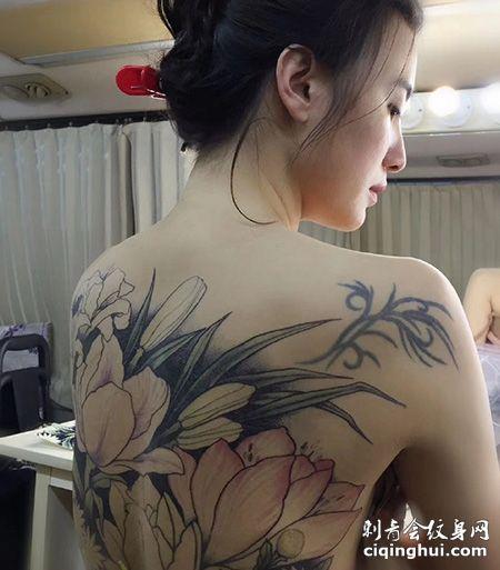 性感明星小宋佳全裸满背纹身