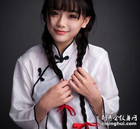 清纯女神南笙姑娘虎口大雁纹身