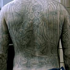 越狱电影迈克帅气满背纹身