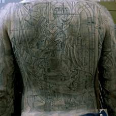 越狱米帅监狱地图满背纹身
