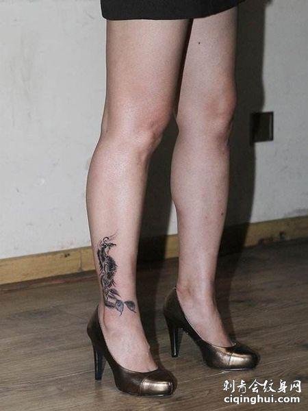 艺人郝蕾小腿纹身图案