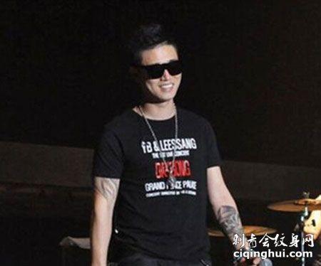 GARY姜熙健演唱会右小臂帅气纹身