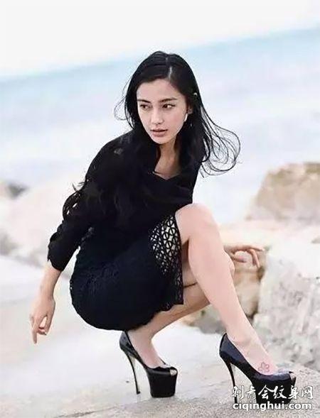 人气明星Angelababy脚背小花纹身