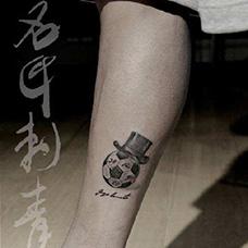小腿戴着帽子的足球纹身图案