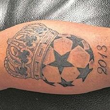小腿足球皇冠纹身图案